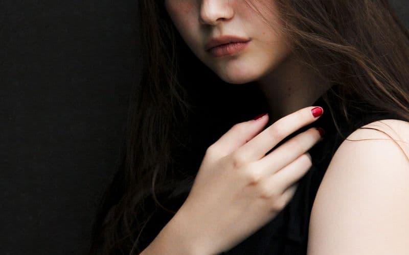 黒髪で顔が整った女の子